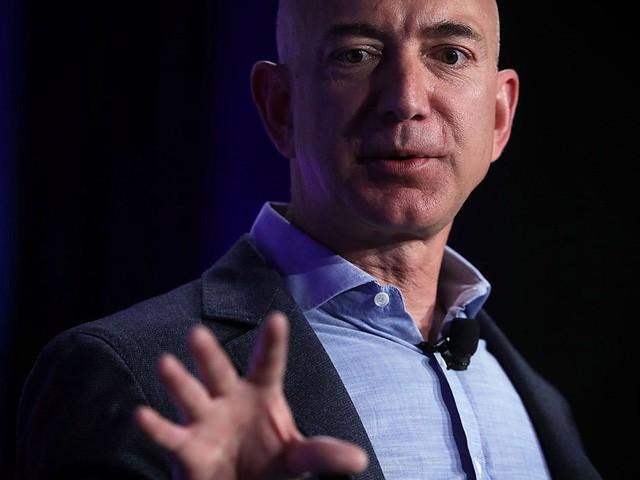Jeff Bezos: Giàu nhất hành tinh song vẫn rửa bát giúp vợ mỗi tối - Ảnh 1.