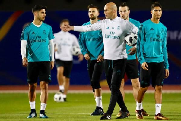 Real đại loạn, học trò bất bình với HLV Zidane - Ảnh 1.