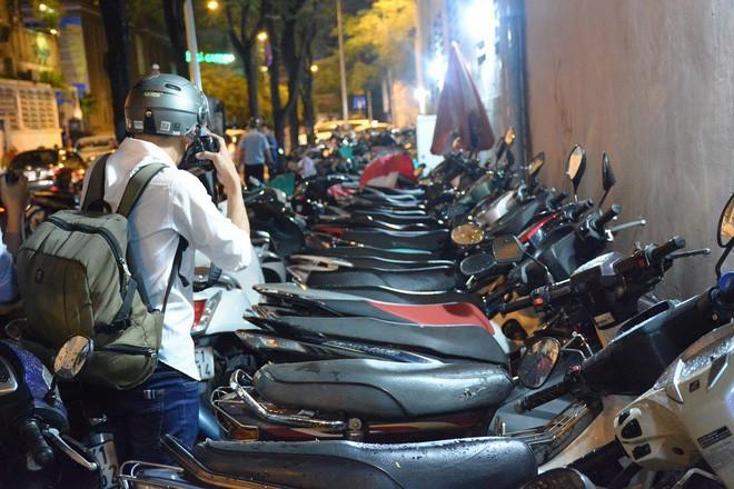 Ông Đoàn Ngọc Hải nói trước đó chưa trảm 48 bãi giữ xe vì vướng 2 văn bản của lãnh đạo - Ảnh 1.