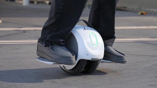 [CES 2018] Cha đẻ của ván trượt tự cân bằng hoverboard vừa tạo ra sản phẩm kế nhiệm độc đáo chưa từng có - Ảnh 1.