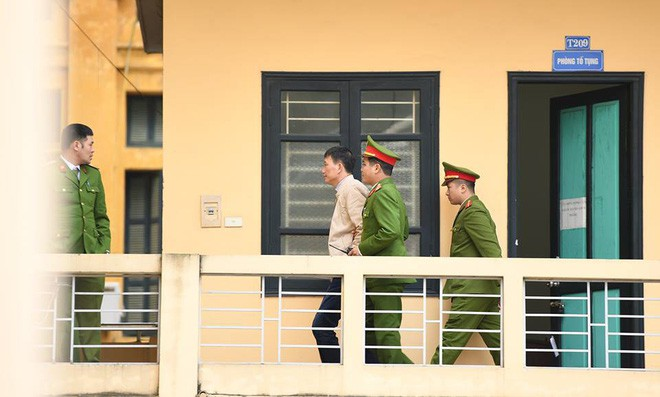 Điều tra viên Bộ Công an xuất hiện tại phiên tòa xử Trịnh Xuân Thanh theo luật mới - Ảnh 2.