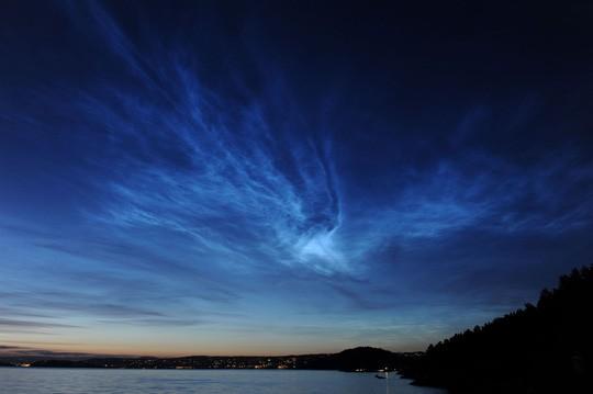 Những đám mây điện xanh kỳ lạ trên bầu trời Nam Cực - Ảnh 1.