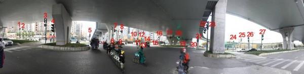 Góc chụp này chỉ nhìn thấy 27 cột đèn giao thông.