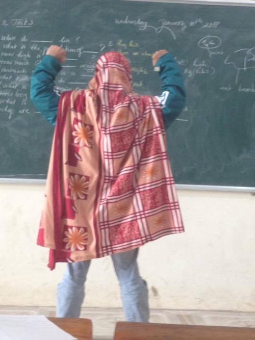 Cư dân mạng thích thú với hình ảnh 'Super man' quấn chăn đi học của nam sinh - ảnh 2