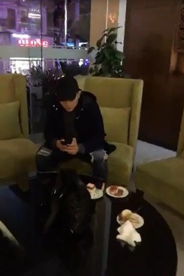 Thái độ khó hiểu của Tim khi có mặt trong tiệc sinh nhật Trương Quỳnh Anh - Ảnh 1.
