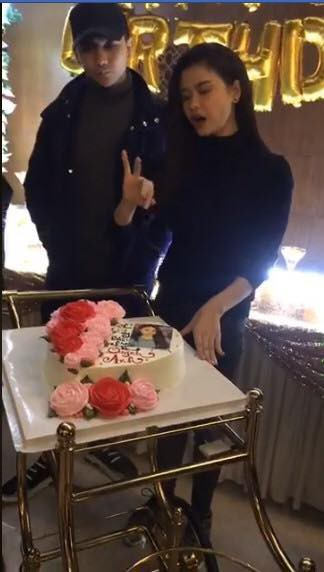 Thái độ khó hiểu của Tim khi có mặt trong tiệc sinh nhật Trương Quỳnh Anh - Ảnh 2.