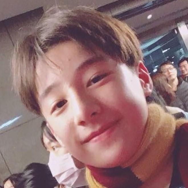 Tiểu Vương Lực Hoành Trung Quốc: 13 tuổi đã cao 1m70, học giỏi và biết chơi cả piano, violin - Ảnh 2.