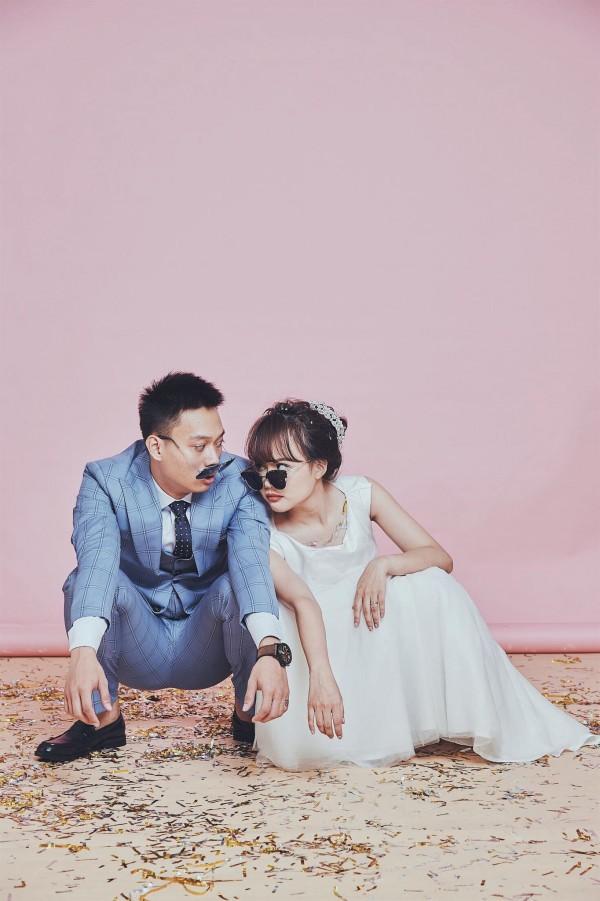 Không lầy lội, ảnh cưới của Nhật Anh Trắng và vợ lại lãng mạn như thế này đây! - Ảnh 2.