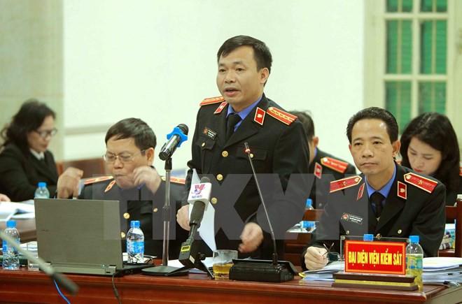 LS của bị cáo Đinh La Thăng thắc mắc: Lợi ích nhóm gì để cuối cùng 3 ông ngồi đây? - Ảnh 2.