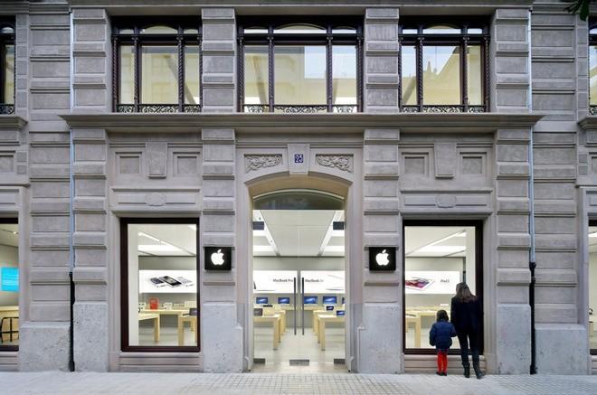 Đã có giả thuyết xác đáng về nguyên nhân gây cháy nổ pin iPhone tại Store của Apple ở Thụy Sĩ và Tây Ban Nha - Ảnh 1.