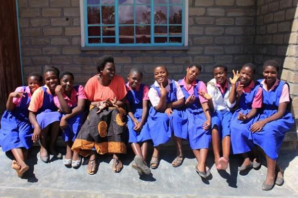 Ở nơi băng vệ sinh đắt bằng cả ngày lương, cứ đến tháng các thiếu nữ phải nghỉ học cả tuần vì xấu hổ - Ảnh 2.