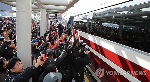 Đoàn tiền trạm Triều Tiên đã tới Hàn Quốc, người đẹp quyền lực dẫn đầu đoàn - Ảnh 2.