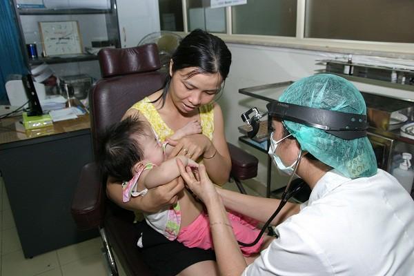Thận trọng khi dùng thuốc cảm cho trẻ dưới 6 tuổi - Ảnh 1.