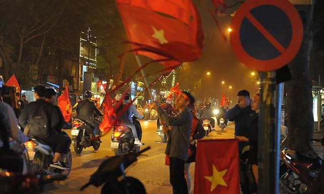 Kiếm bộn tiền đêm ăn mừng chiến thắng của tuyển U23 Việt Nam - Ảnh 2.