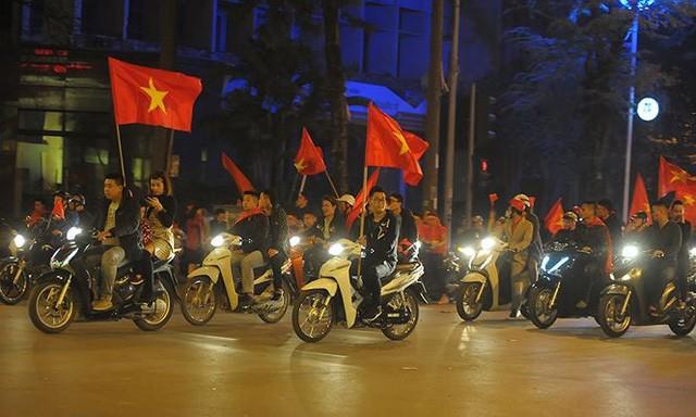 Kiếm bộn tiền đêm ăn mừng chiến thắng của tuyển U23 Việt Nam - Ảnh 1.