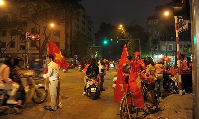 Kiếm bộn tiền đêm ăn mừng chiến thắng của tuyển U23 Việt Nam - Ảnh 3.
