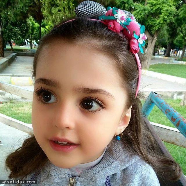 """Bé gái xinh đẹp nhất thế giới"""": Bố mẹ phải nghỉ việc, theo sát con vì sợ bị quấy rối - Ảnh 11."""