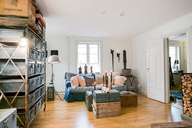 Không ngờ những chiếc vali cũ lại có thể giúp cho phòng khách đẹp đến như vậy - Ảnh 11.