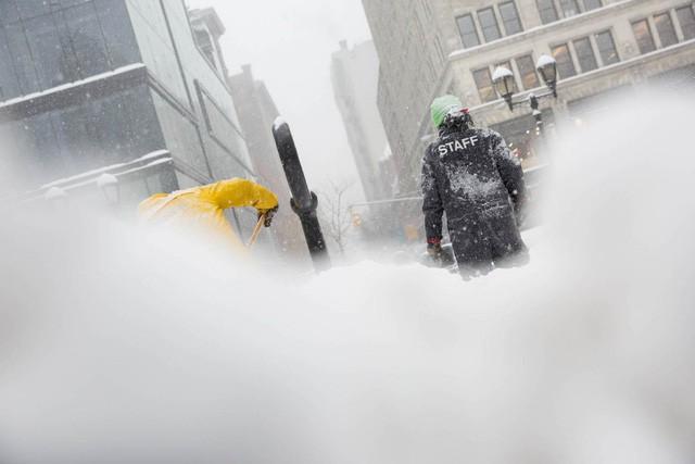 New York như hành tinh khác trong trận bão tuyết khiến nước Mỹ lạnh hơn sao Hỏa - Ảnh 12.