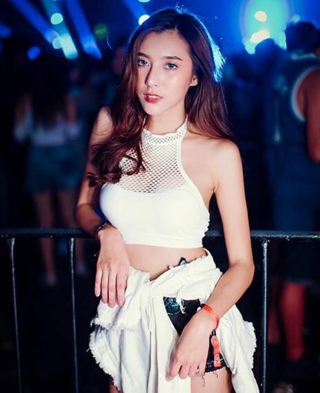 Cô bạn Thái Lan xinh đẹp, quyến rũ khó cưỡng khi diện bra đi countdown - Ảnh 13.