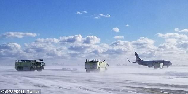 Khung cảnh hỗn loạn tại sân bay JFK sau bom bão tuyết: Hơn 6000 chuyến bay bị hủy bỏ, 2 vụ va chạm máy bay xảy ra - Ảnh 13.