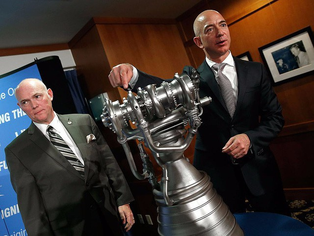 Jeff Bezos: Giàu nhất hành tinh song vẫn rửa bát giúp vợ mỗi tối - Ảnh 13.