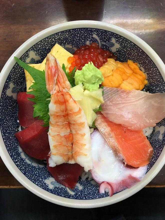Trong chợ cá lớn nhất thế giới tại Nhật Bản: Mỗi con cá ngừ được bán với giá bằng vài ngôi nhà Nhật Bản - Ảnh 16.