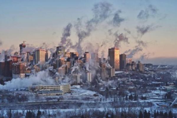 Canada lạnh giá tới mức bát mỳ đóng băng, chim cánh cụt cũng 'chào thua' - Ảnh 2.