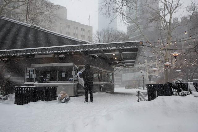 New York như hành tinh khác trong trận bão tuyết khiến nước Mỹ lạnh hơn sao Hỏa - Ảnh 3.