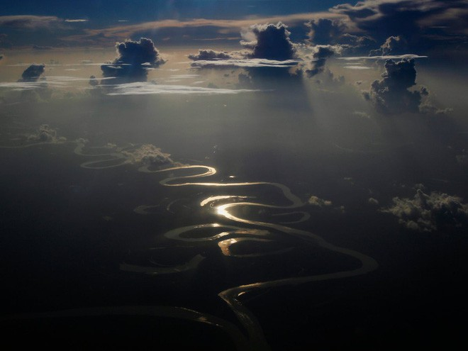 Sông Amazon là một trong các sông dài nhất và có lưu vực rộng nhất thế giới. Chiều dài của con sông nổi tiếng này là 6.992 km.