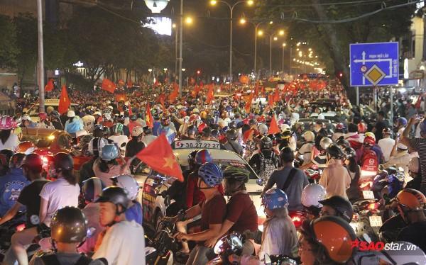 Fan Việt tiếp tục 'tra tấn' tinh thần trọng tài thổi penalty 'tưởng tượng' với U23 Việt Nam - Ảnh 3.