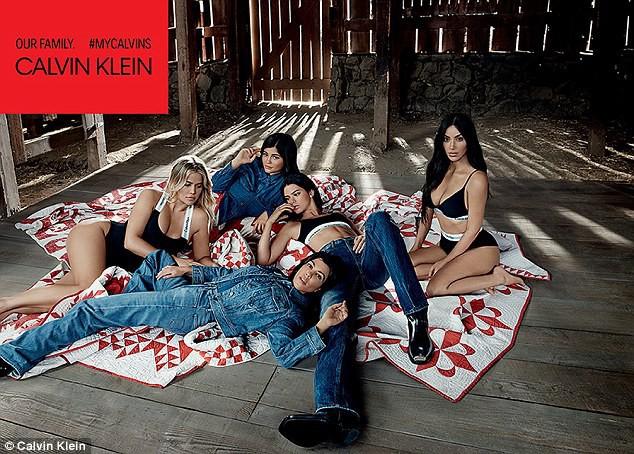 5 chị em Kardashian cùng chụp ảnh nội y, Kylie Jenner là người có biểu hiện lạ gây chú ý nhất - Ảnh 3.
