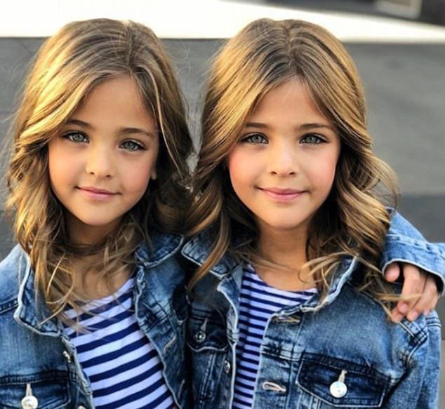 Giấu 2 con gái sinh đôi mãi đến năm 7 tuổi mới khoe hình, bà mẹ không ngờ cuộc đời họ đã thay đổi sau một đêm - Ảnh 4.