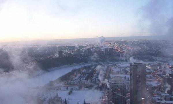 Canada lạnh giá tới mức bát mỳ đóng băng, chim cánh cụt cũng 'chào thua' - Ảnh 3.