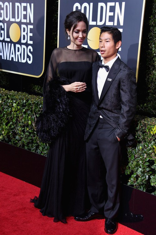 Trong 6 người con, Angelina Jolie chỉ đưa mỗi Pax Thiên đến thảm đỏ Quả Cầu Vàng 2018 - Ảnh 4.