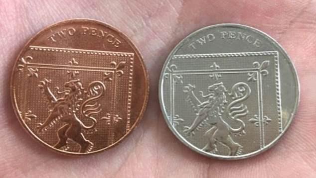 Những đồng xu hiếm này được tạo ra khi những đồng 10 pence trơn vô tình rơi vào khu vực in đồng 2 pence. (Ảnh: dailymail)