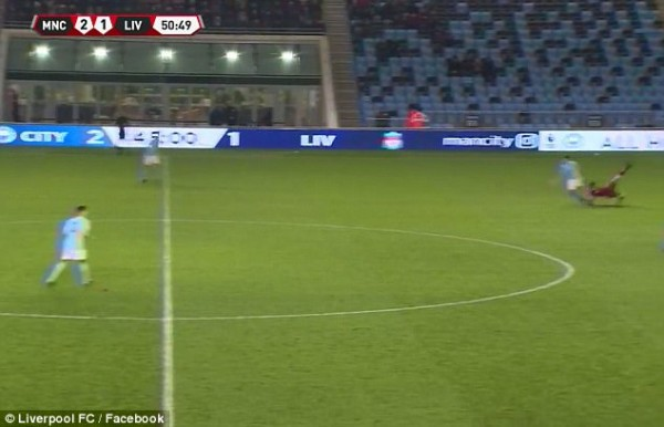 Sao trẻ Liverpool phải thở Oxy, rời sân trên cán trong màn đại chiến với Man City - Ảnh 4.
