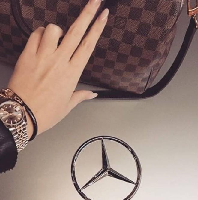 Hội con nhà giàu Đức đốt tiền với xe sang, phi cơ riêng và đồng hồ kim cương - Ảnh 4.