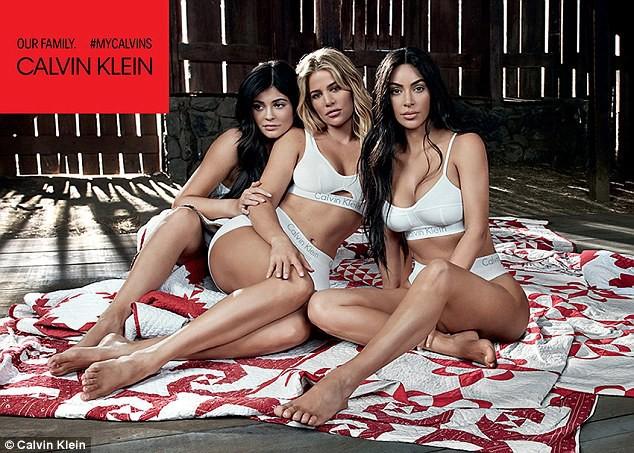 5 chị em Kardashian cùng chụp ảnh nội y, Kylie Jenner là người có biểu hiện lạ gây chú ý nhất - Ảnh 4.