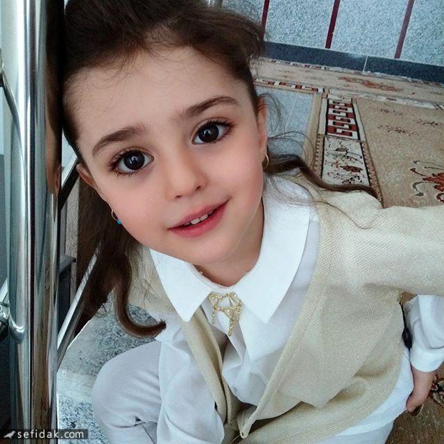 """Bé gái xinh đẹp nhất thế giới"""": Bố mẹ phải nghỉ việc, theo sát con vì sợ bị quấy rối - Ảnh 5."""