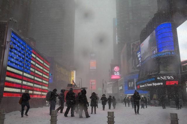 New York như hành tinh khác trong trận bão tuyết khiến nước Mỹ lạnh hơn sao Hỏa - Ảnh 5.