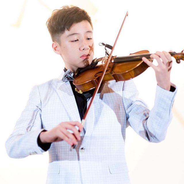 Tiểu Vương Lực Hoành Trung Quốc: 13 tuổi đã cao 1m70, học giỏi và biết chơi cả piano, violin - Ảnh 5.