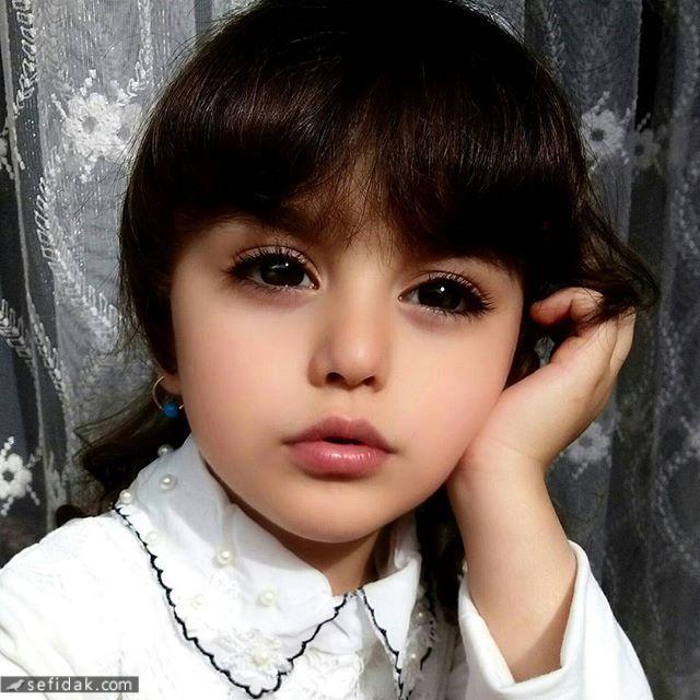 """Bé gái xinh đẹp nhất thế giới"""": Bố mẹ phải nghỉ việc, theo sát con vì sợ bị quấy rối - Ảnh 6."""