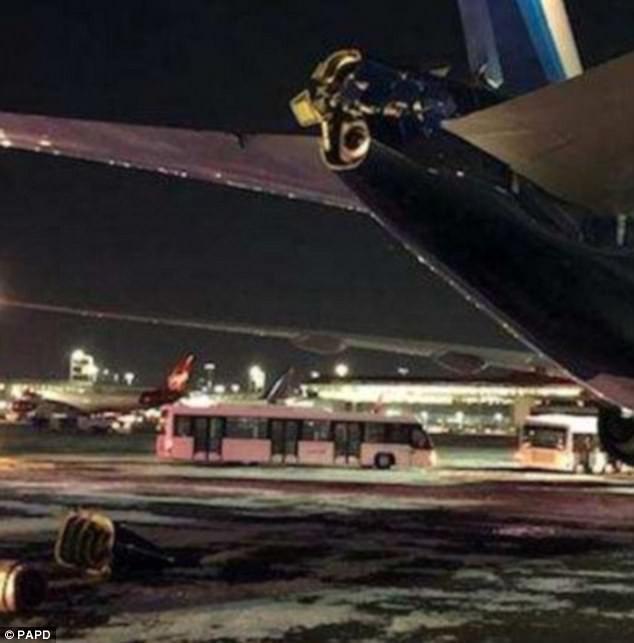 Khung cảnh hỗn loạn tại sân bay JFK sau bom bão tuyết: Hơn 6000 chuyến bay bị hủy bỏ, 2 vụ va chạm máy bay xảy ra - Ảnh 6.