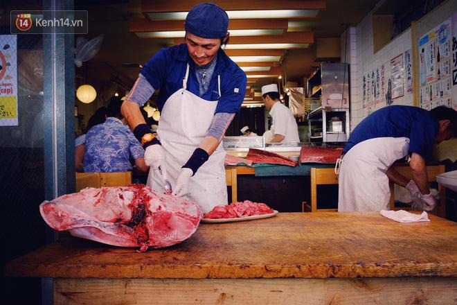 Trong chợ cá lớn nhất thế giới tại Nhật Bản: Mỗi con cá ngừ được bán với giá bằng vài ngôi nhà Nhật Bản - Ảnh 6.