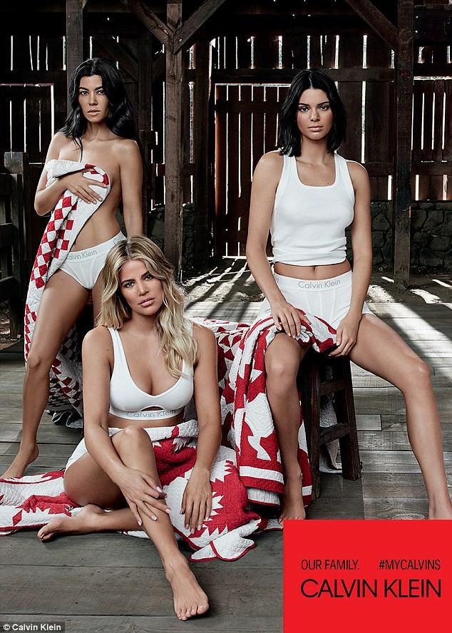 5 chị em Kardashian cùng chụp ảnh nội y, Kylie Jenner là người có biểu hiện lạ gây chú ý nhất - Ảnh 6.
