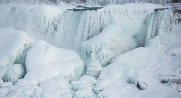 Canada lạnh giá tới mức bát mỳ đóng băng, chim cánh cụt cũng 'chào thua' - Ảnh 6.