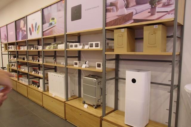 Hàng trăm người xếp hàng mua sản phẩm Xiaomi tại cửa hàng Mi Store đầu tiên tại Việt Nam - Ảnh 7.