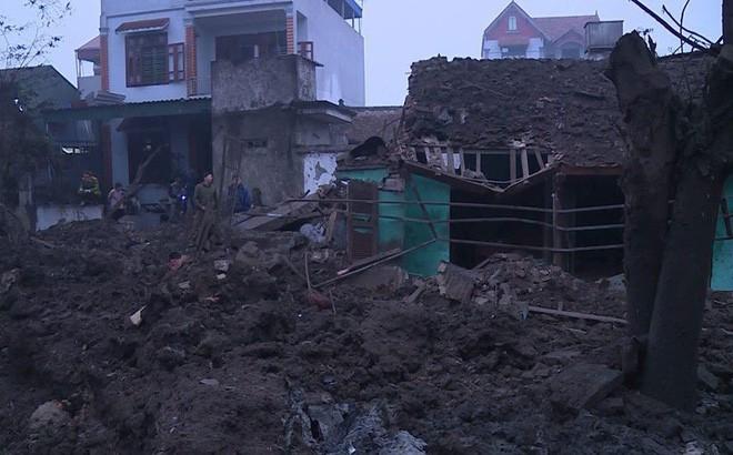 Nổ lớn tại cơ sở thu mua phế liệu ở Bắc Ninh, ít nhất 2 người chết, nhiều người bị vùi lấp - Ảnh 2.