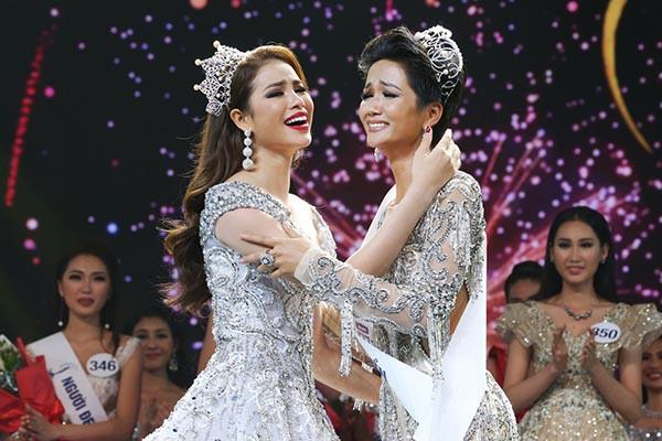 Lộ ảnh Hoa hậu HHen Niê để tóc dài, đi diễn văn nghệ thời chưa ai biết đến - Ảnh 4.